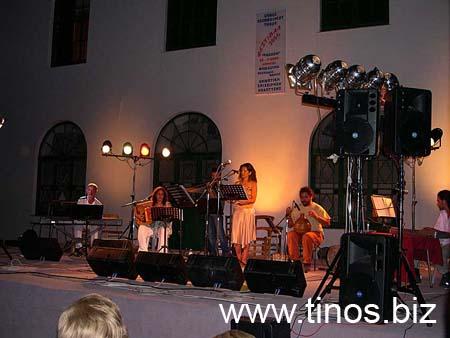 Ο Γιώργος Καλκάνης προτείνει ένα μουσικό ταξίδι που περιλαμβάνει συνθέσεις του από το CD «Η χαρά της μοναξιάς» καθώς και τραγούδια από Χατζιδάκι, Θεοδωράκη, Σαββόπουλο, Μικρούτσικο, Λοϊζο, Καραϊνδρου, Κατσιμίχα, Αντύπα Παπάζογλου κ.α